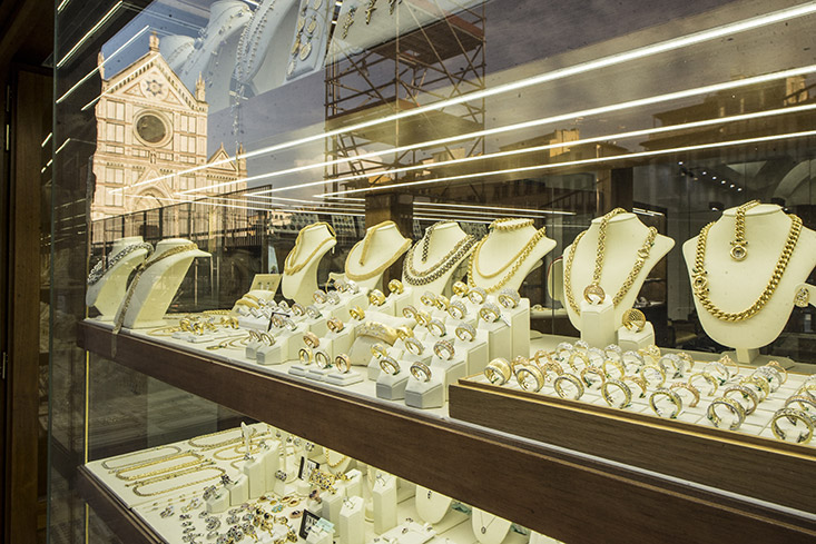 Cellini Gold high jewelry entrance